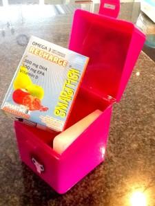 Vi velger Smartfish til skolematen, og gjerne også kveldsmaten. Her pakket med fryseelement i en liten yoghurtboks fra Sprett-serien!